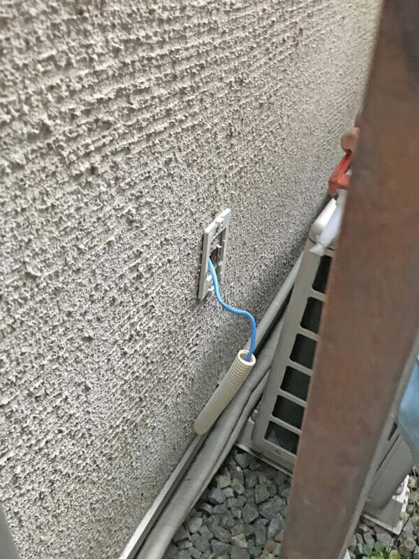 LANコンセント外壁固定金具